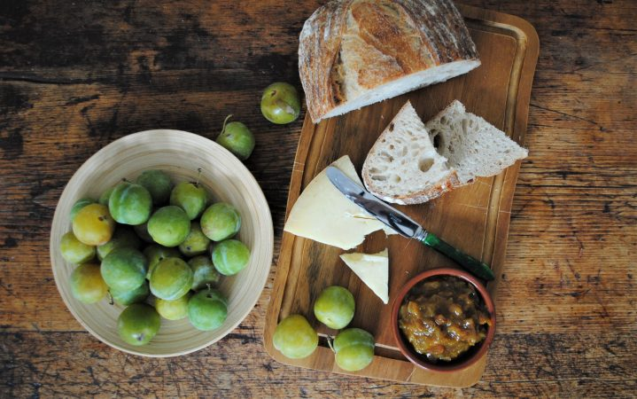 Teston Sourdough, cheese with Cobnut and Greengage Chutney